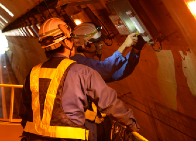 トンネル照明設備の点検
